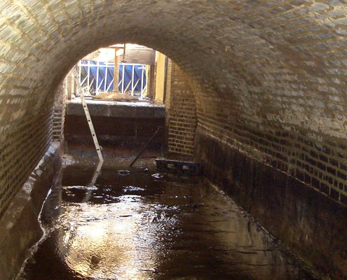 Repointing brickwork in tunnel